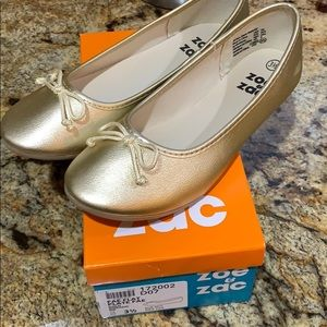 Other - NWT girls gold flat